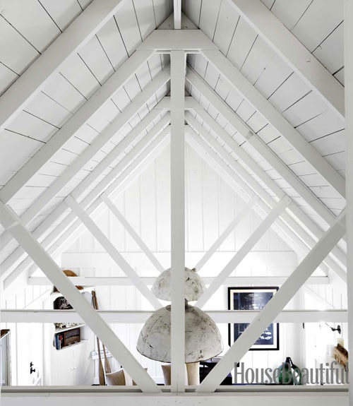 white-cottage-licing-room-cathedral-ceiling-0712-dempster15-xl