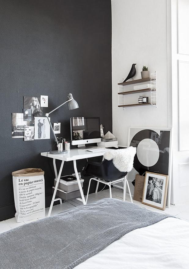 The-black-and-white-home-of-Deborah-Gordon-6