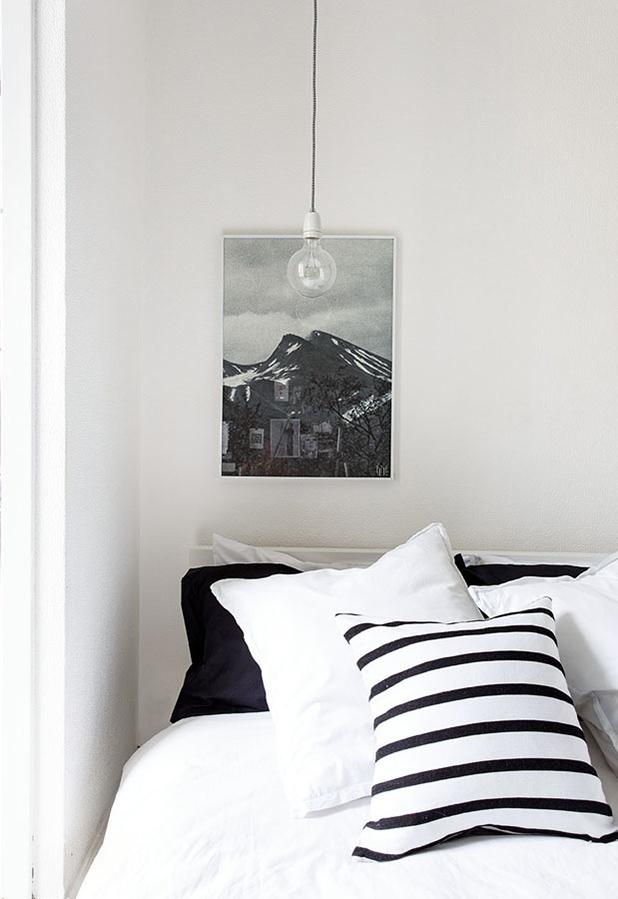 The-black-and-white-home-of-Deborah-Gordon-8